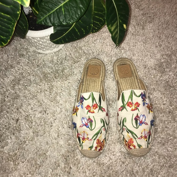 d69dced316d •Tory Burch• Max Embroidered Espadrille Slides. M 5c7a37989fe486152f5d4250